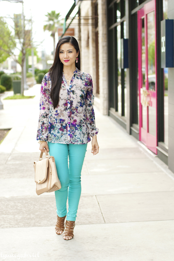 Floral Top and Turquoise Jeggings Outfit