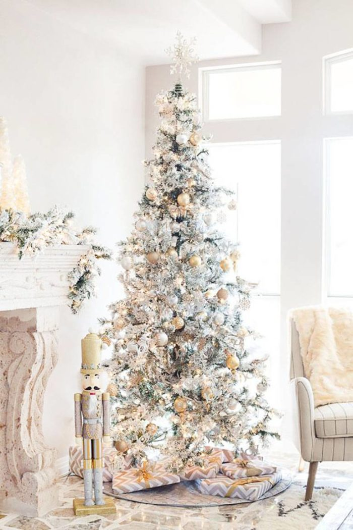 13 Amazingly Beautiful Christmas Tree Decorating Ideas