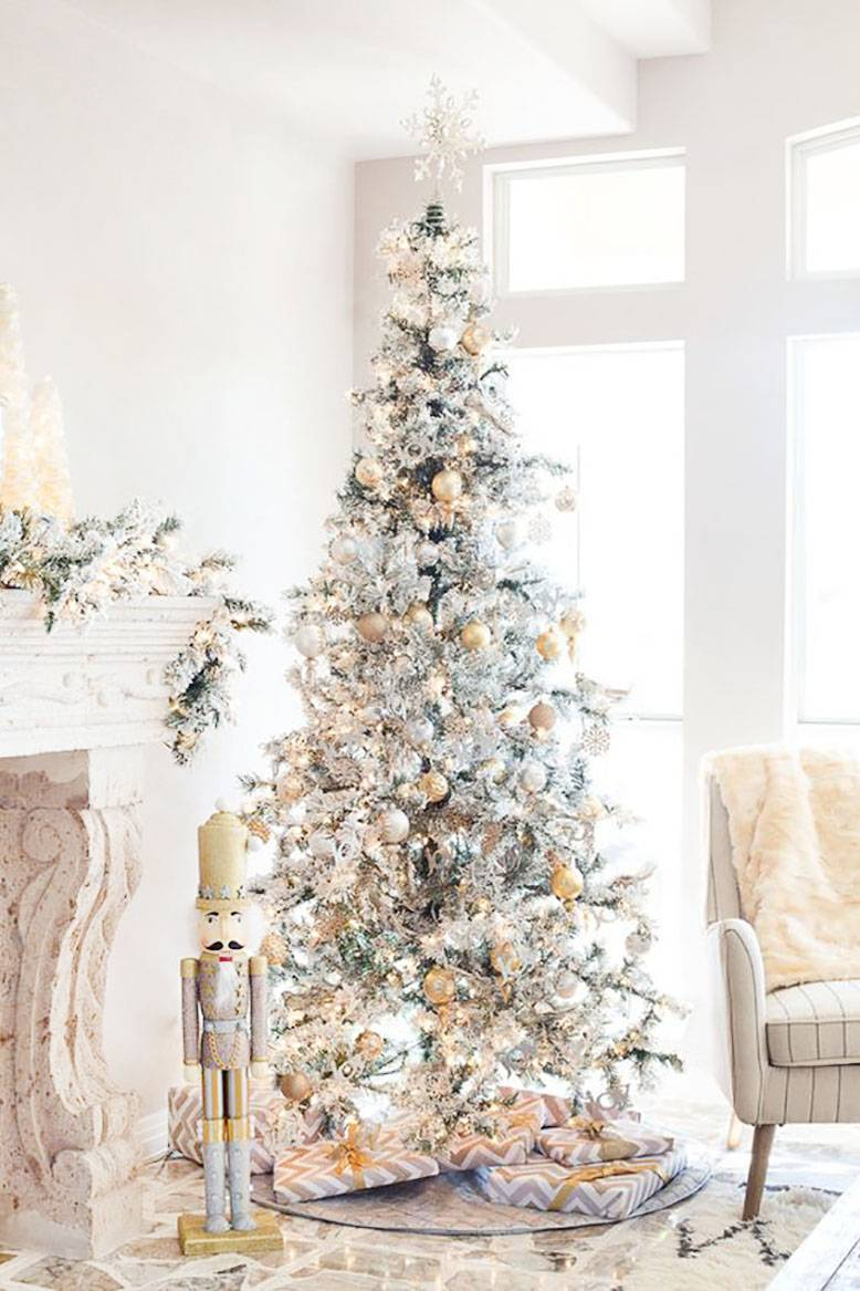 13 Amazingly Beautiful Christmas Tree Decorating Ideas Whatever Is Lovely